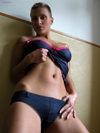 Veronica Vanoza in lingerie