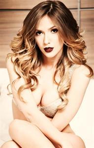 Adela Popescu in lingerie