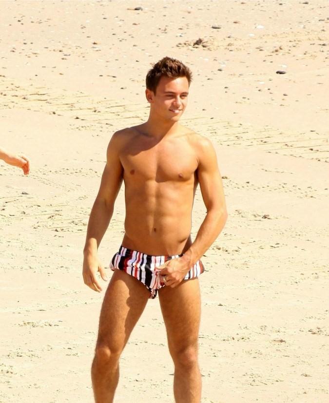 porn-john-francis-daley-nude-girls-beach-photo