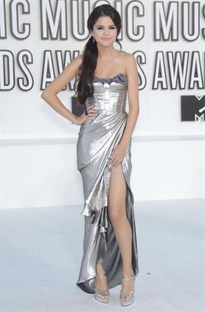 Selena Gomez attends the 2010 MTV Video Music Awards on September 12, 2010