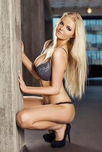 Zienna Eve in lingerie