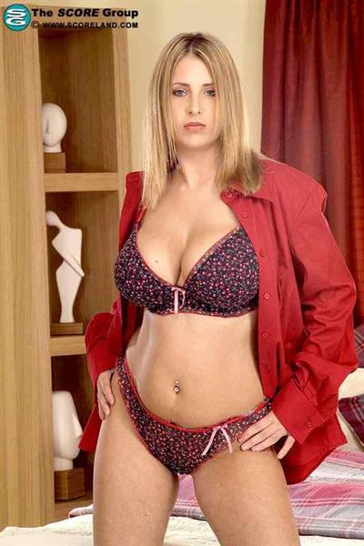 Anna Jota in lingerie