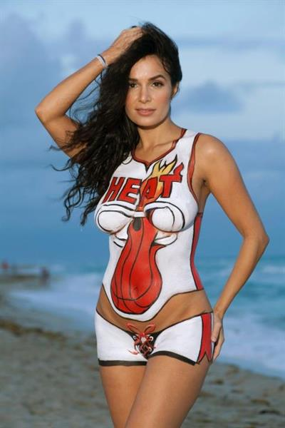 Gleicy Santos in body paint - breasts