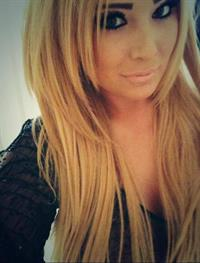 Charlotte Fox taking a selfie