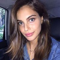 Shiloh Malka taking a selfie