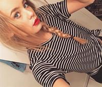 Amber Davis taking a selfie