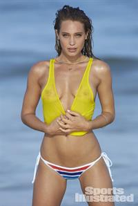 Hannah Jeter - breasts
