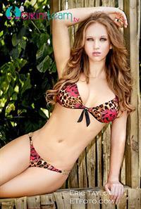 Samantha Harris (Model)