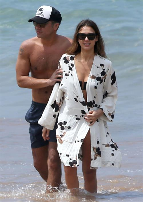 Jessica Alba with her husband at the beach