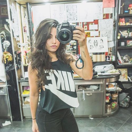 Mónica Alvarez taking a selfie
