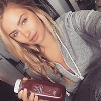 Mackenzie White taking a selfie