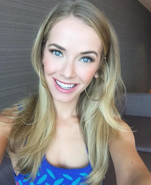 Olivia Jordan taking a selfie