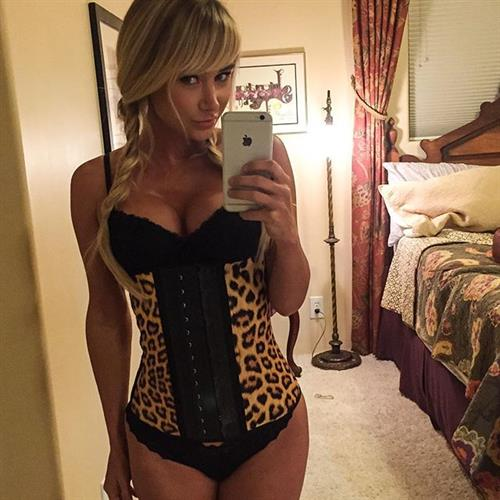 Sara Jean Underwood in lingerie taking a selfie