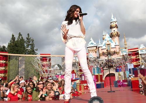 Selena Gomez holiday sweetness at Disneyland in Anaheim on Nov 7, 2010