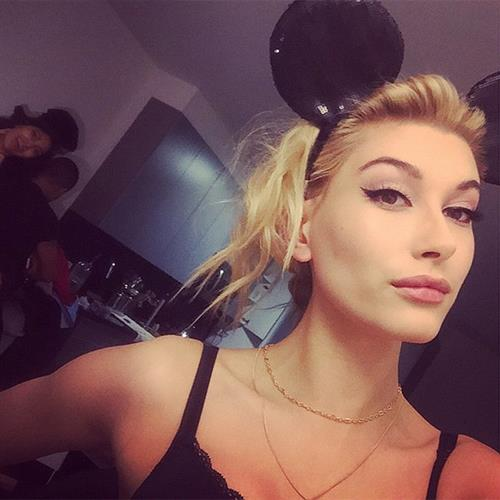Hailey Baldwin taking a selfie