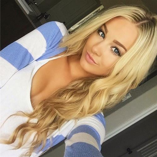Kaila Lorraine Beach taking a selfie