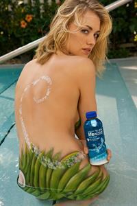 Yvonne Strahovski in body paint