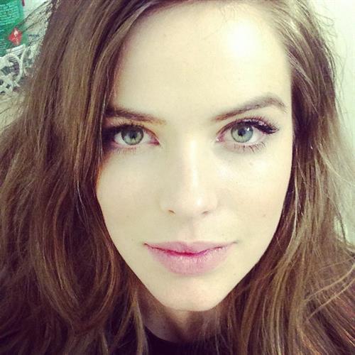 Robyn Lawley taking a selfie