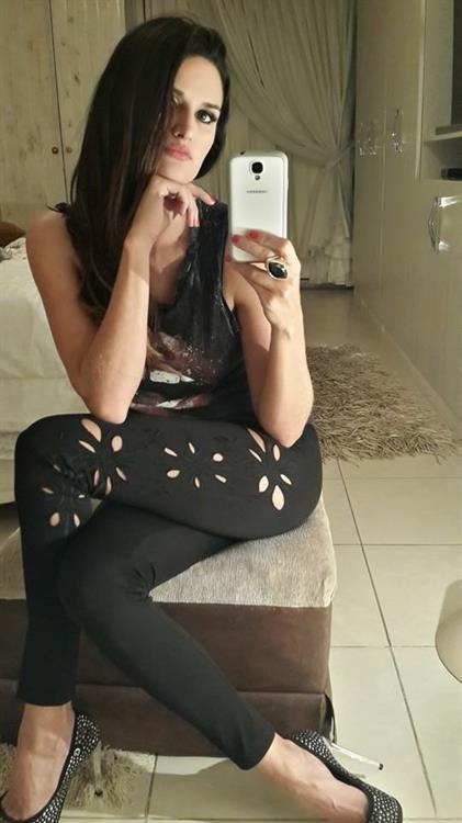Leryn Franco taking a selfie