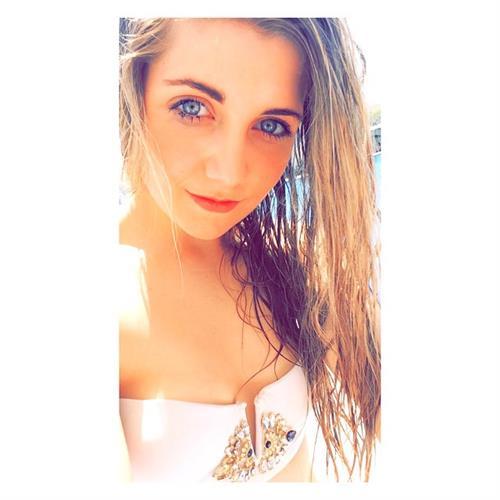 Amber Hill taking a selfie
