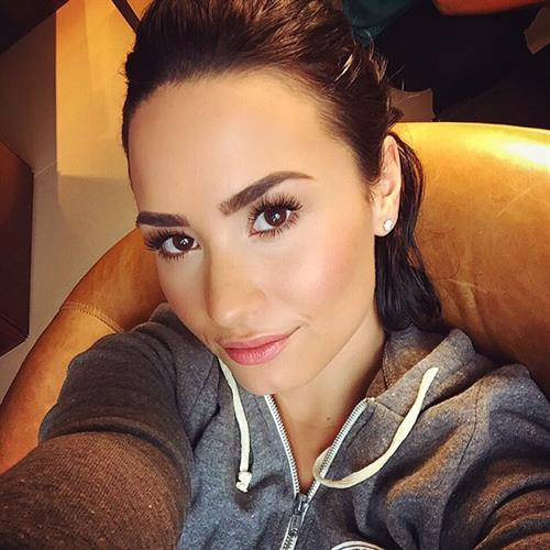Demi Lovato taking a selfie