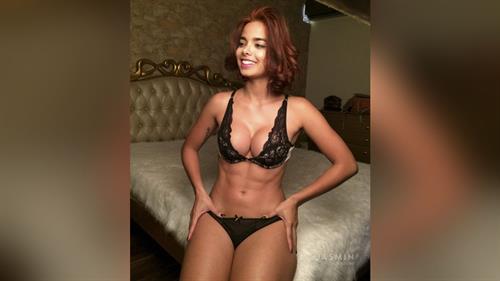 Alis Ribeiro in lingerie