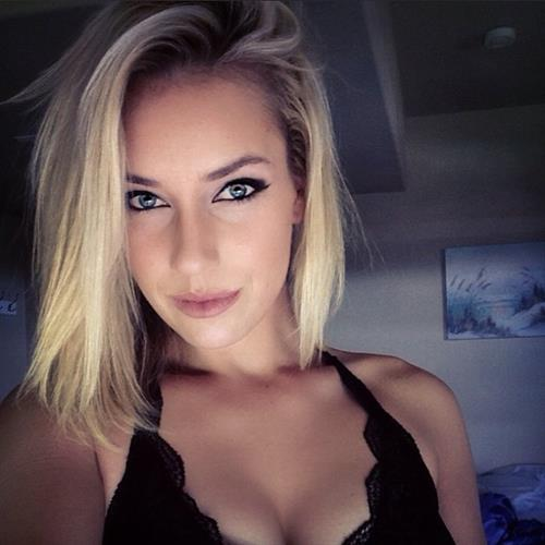 Paige Spiranac taking a selfie