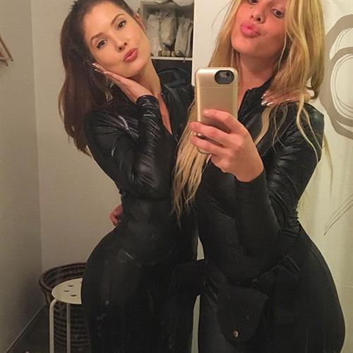 Amanda Cerny taking a selfie