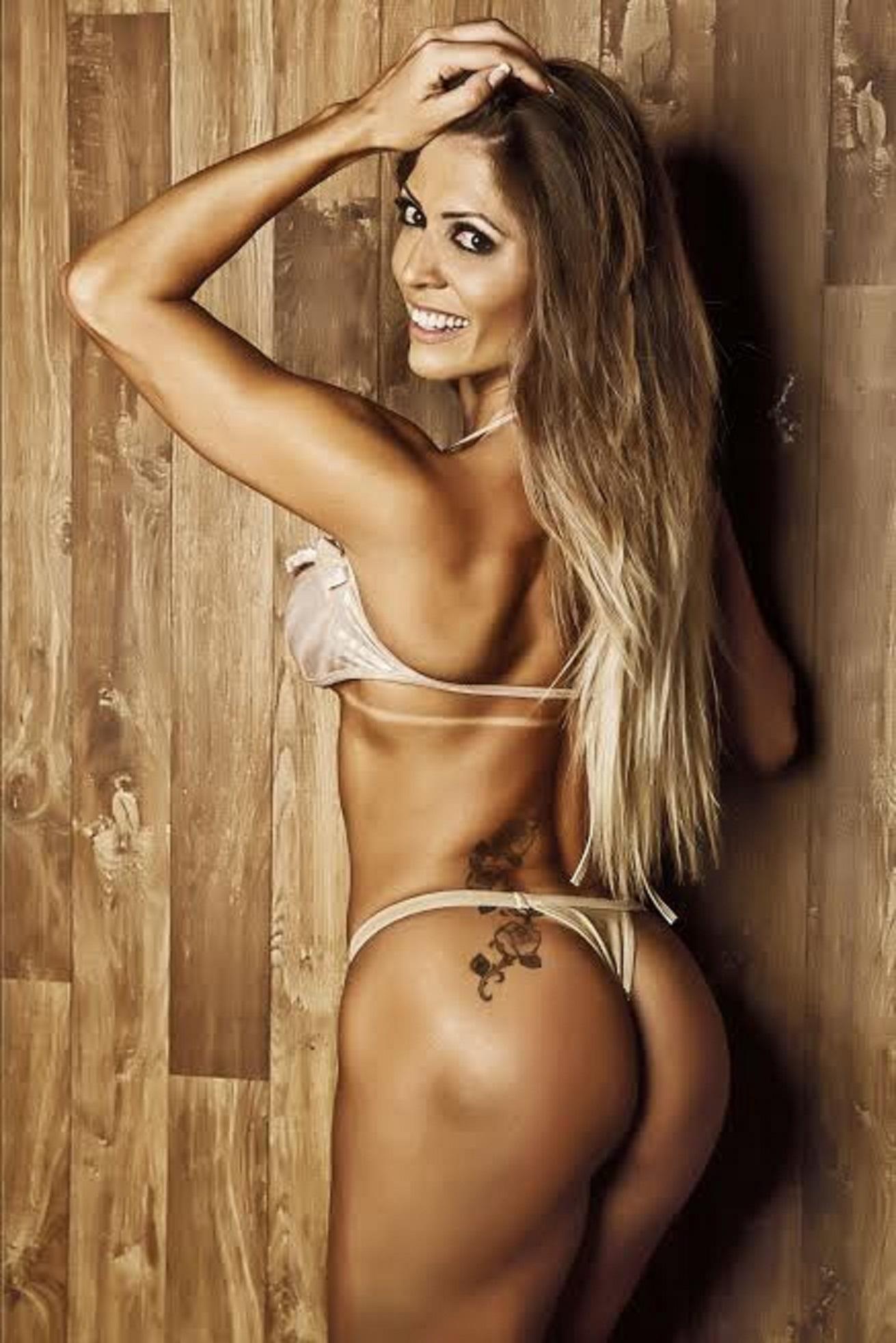 Muri Rodrigues in a bikini - ass