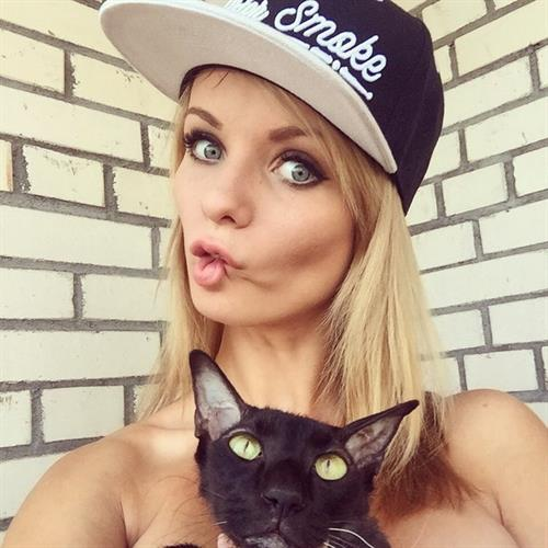 Ekaterina Enokaeva taking a selfie