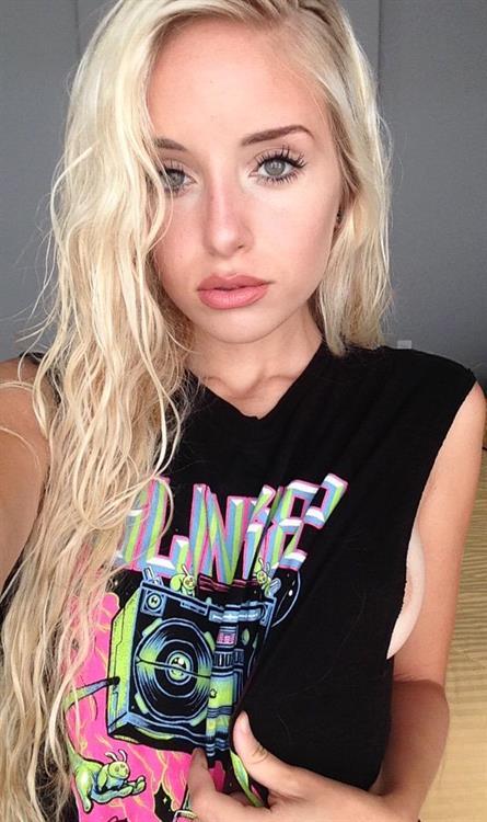 Naomi Woods taking a selfie