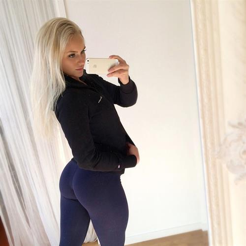 Anna Nyström taking a selfie and - ass