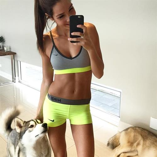 Kayla Itsines taking a selfie