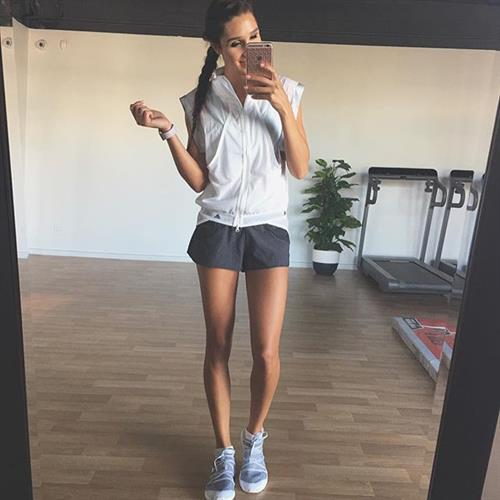 Kayla Itsines taking a selfie