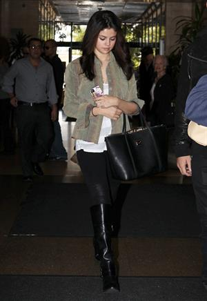 Selena Gomez leaving the ER in Los Angeles November 19, 2012