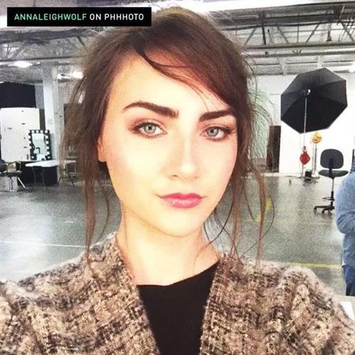Anna Wolf taking a selfie