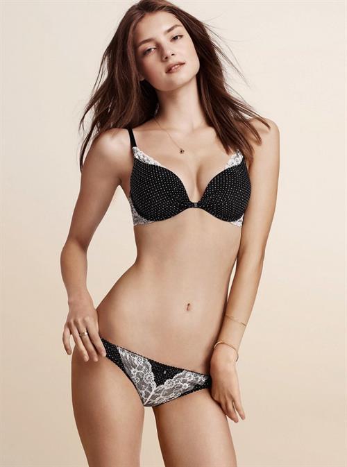 Vika Levina in lingerie