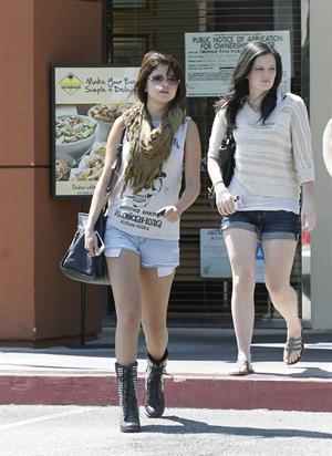 Selena Gomez leaving The California Pizza Kitchen in Tarzana, August 20, 2012