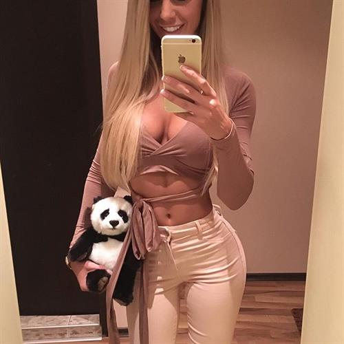 Yanita Yancheva taking a selfie