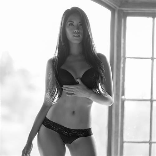 Arley Elizabeth in lingerie