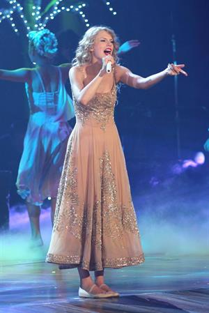 Taylor Swift performing live at prudential center in Newark July 20, 2011