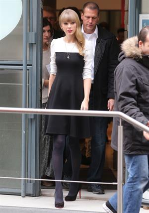 Taylor Swift NRJ radio station in Paris 11/8/12