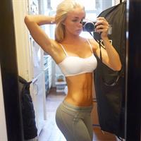 Alexandra Bring taking a selfie