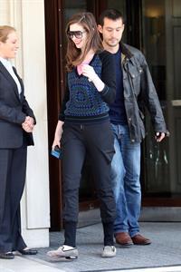 Anne Hathaway candids in London August 24, 2011