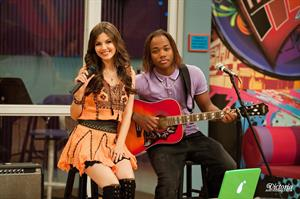 Victoria Justice Victorious S3-E22 'The Bad Roommate' stills