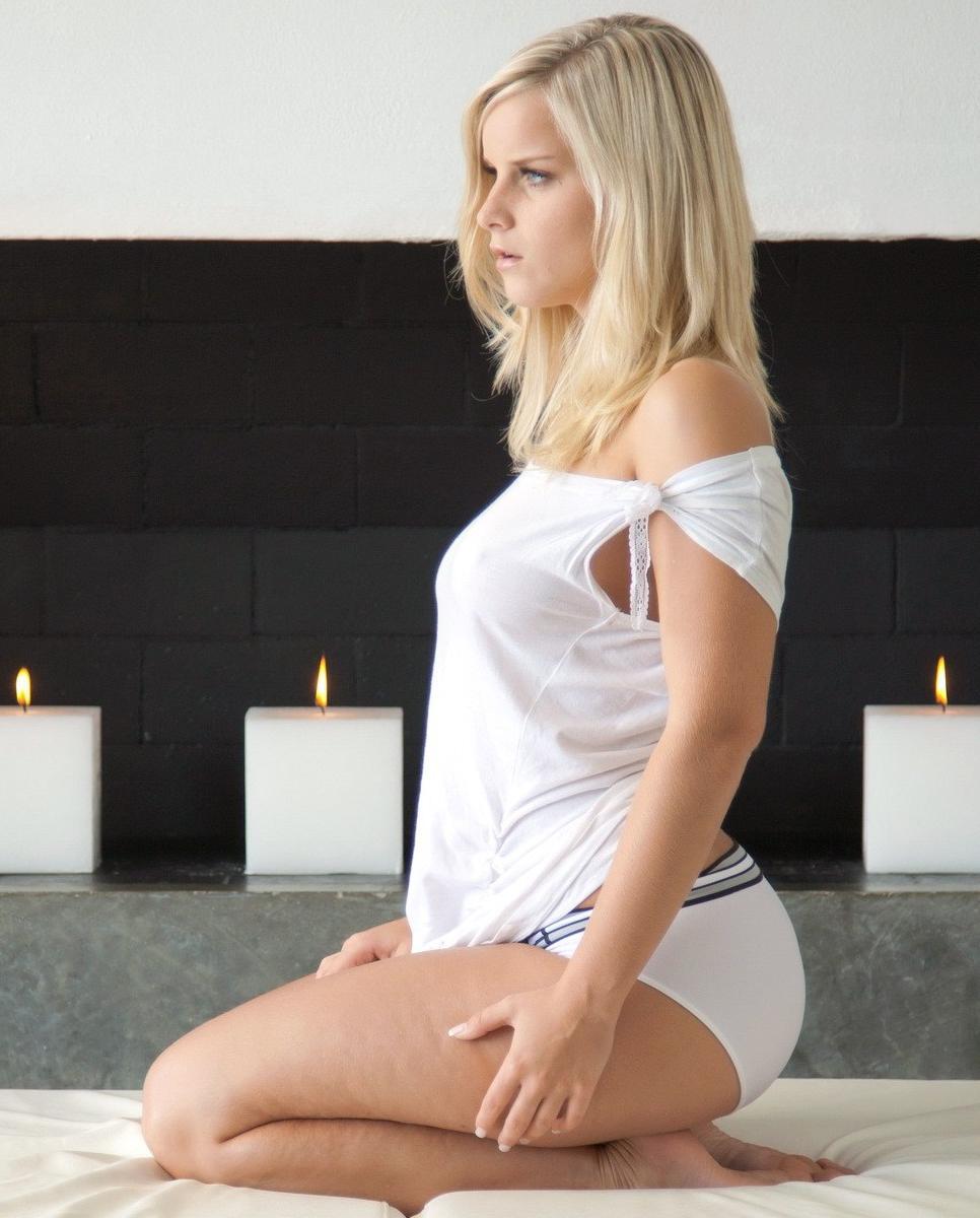 Porn milf cleavage cum