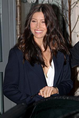 Jessica Biel hotel in London 01-12-11