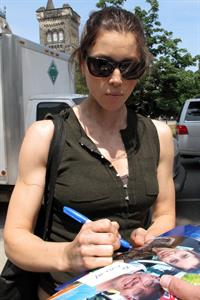 Jessica Biel signing autographs in Los Angelese June 20, 2011