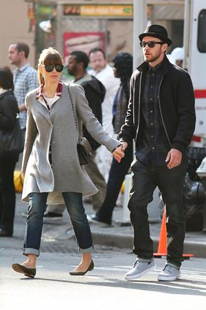 Jessica Biel Holding hands while walking in New York (November 12, 2012)