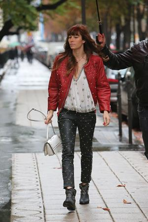 Jessica Biel Out Shopping in Paris (10/08/12)